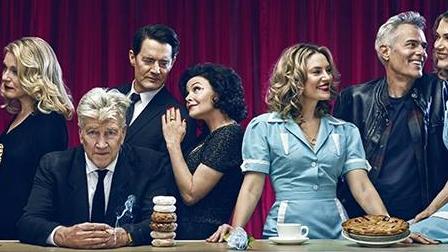 Rejtélyes csoportképen a Twin Peaks szereplői