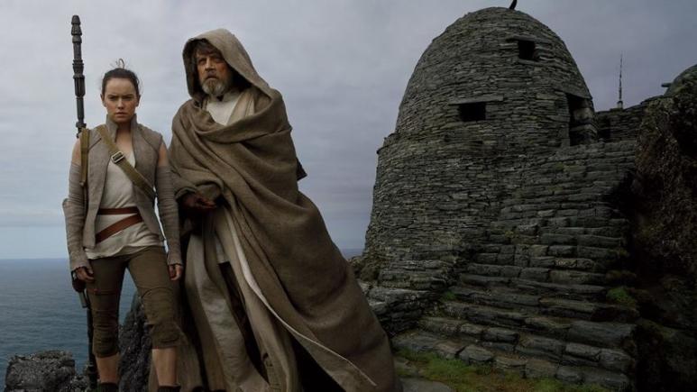 Szívmelengető exkluzív fotókkal ünnepel a Star Wars 8 stábja