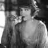 Lillian Gish profilképe