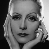 Greta Garbo profilképe