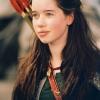 Anna Popplewell profilképe