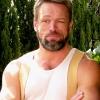 Brian Thompson profilképe
