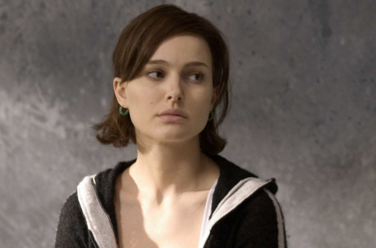 Natalie Portmant nem zaklatták ugyan, de nap mint nap kerül megalázó helyzetbe