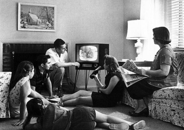 Így tévézünk mi - kilenc érdekesség a tévézés világnapján