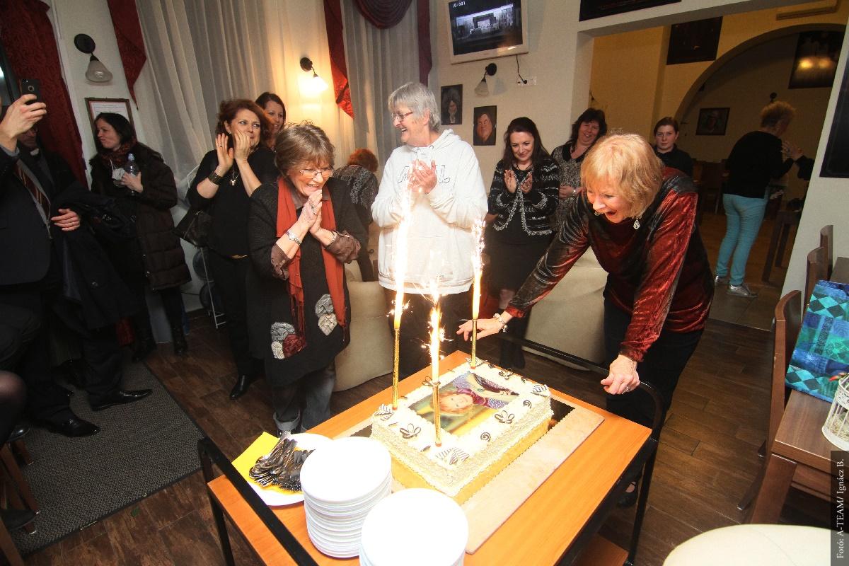 Kedvencét köszöntötte 75. születésnapján a társulat és a közönség