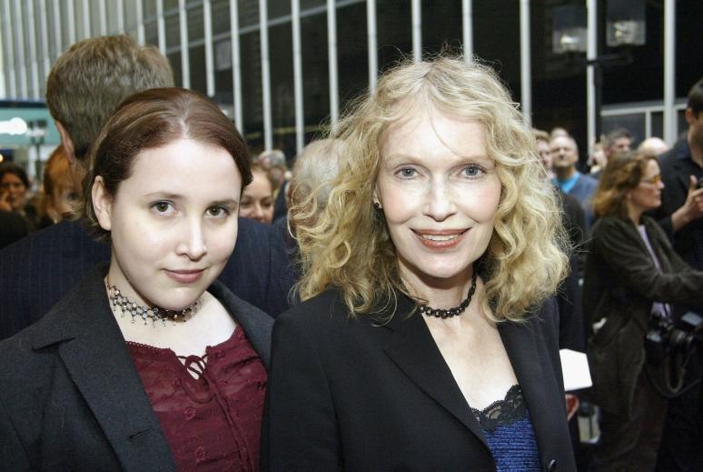 Mia Farrow nem akarta, hogy lánya újra felemlegesse a zaklatási ügyet
