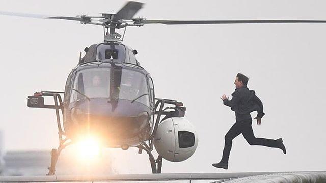 Tom Cruise újra forgat: először vállalt be akciójelenetet a bokatörése óta!
