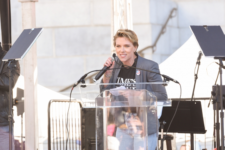 Scarlett Johansson visszakérte James Francótól a Time is Up-kitűzőt