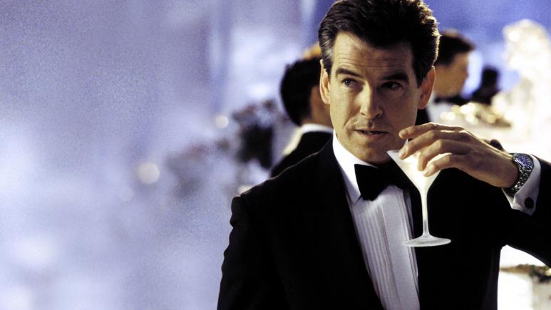 Pierce Brosnan egyszerre szúrt oda az új Bond- és a Bourne-filmeknek
