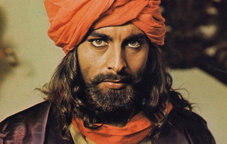 Dolgok, amiket nem tudtál Kabir Bediről, pedig talán te is ettél sandokános csirkét