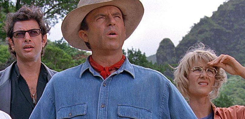 Nincsenek új filmek az amerikai mozikban, így kasszát robbantott a Jurassic Park és A cápa