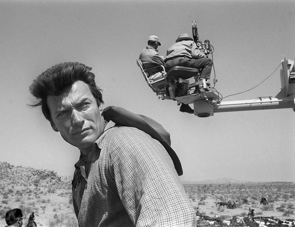 American actor Clint Eastwood on location for 'Rawhide' stock cattle drive footage, May 24, 1963. The director and cinematographer sit on a crane behind him. Forrás: CBS Photo Archive/Getty Images