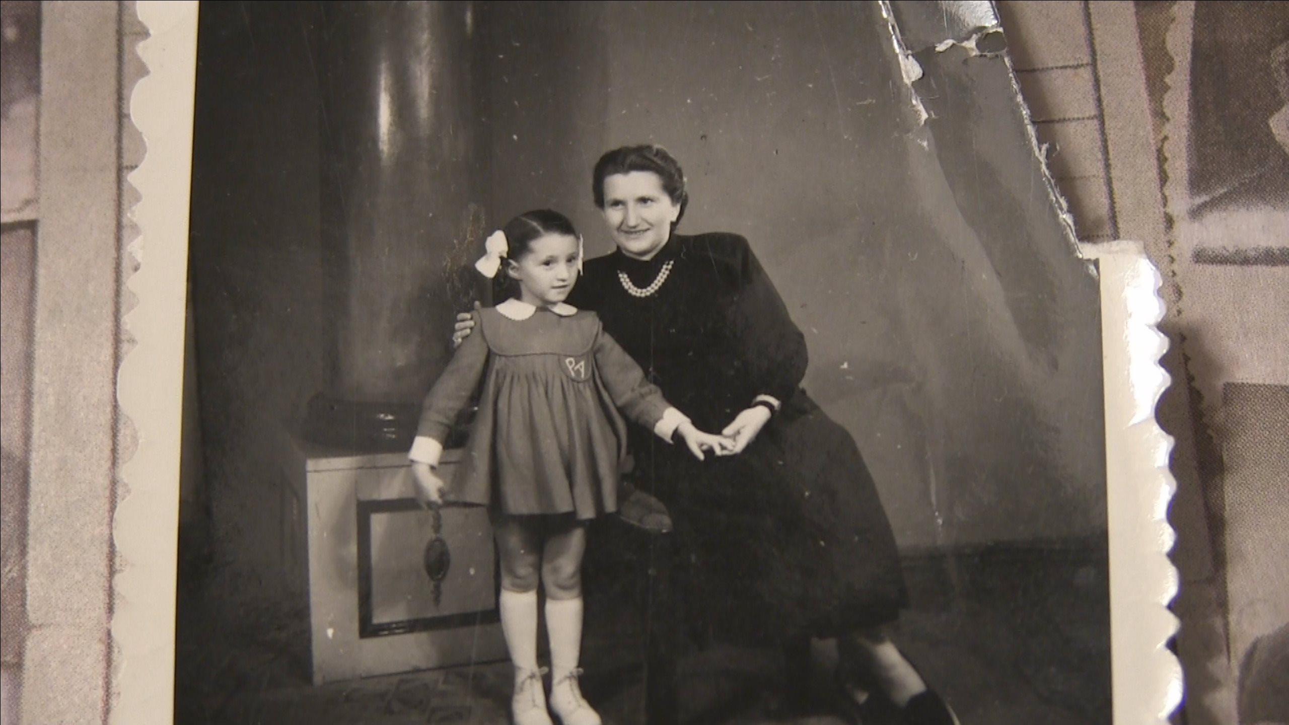 Születési helye: Auschwitz