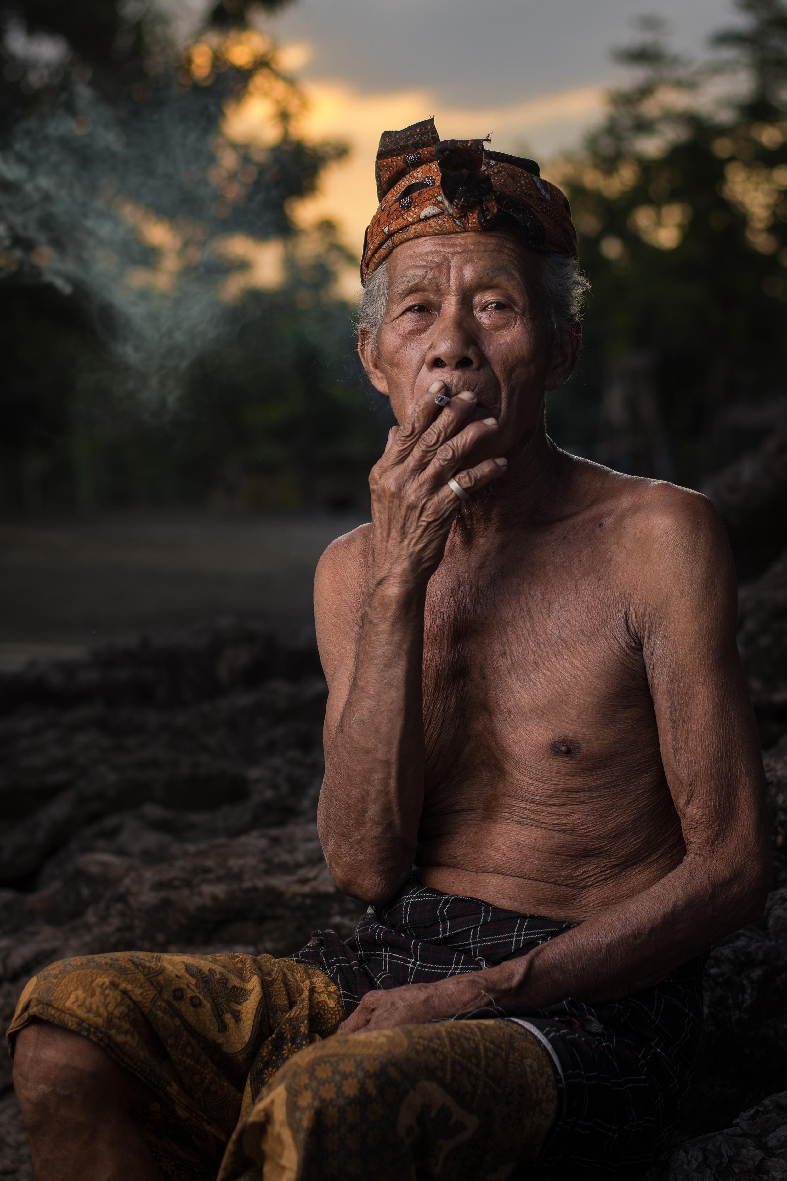 Öregember a Lombok-szigeti Bayan faluból. Fotó: Hadiyat Ramantara / Wikimedia Commons